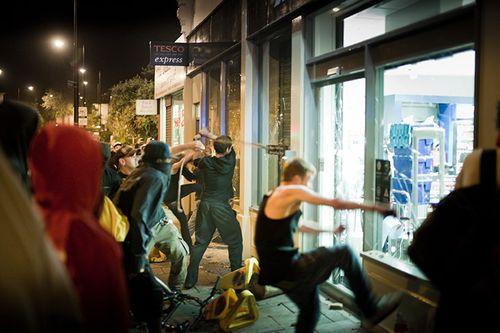 People-smash-the-windows--019